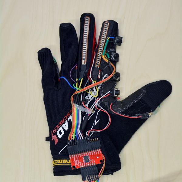 """Detail of the """"piano glove"""""""