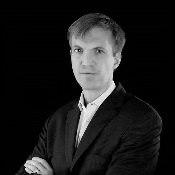 Headshot of Erik Gerding.