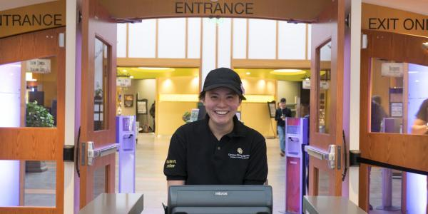A CU Boulder Campus Dining Services employee