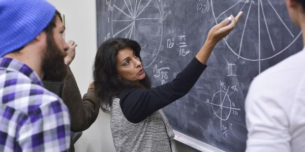 Teaching applied mathematics in classroom