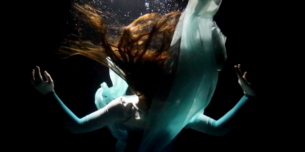 Rae Lewark performing underwater