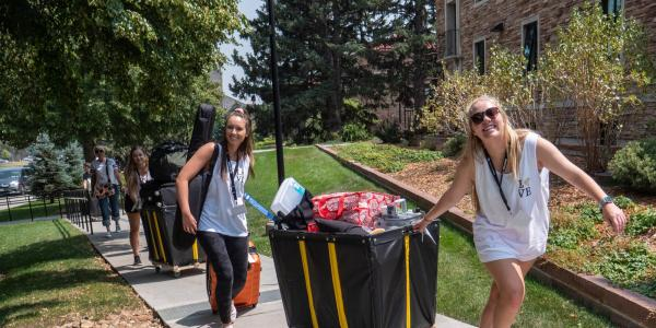 Students moving in on the CU Boulder campus.