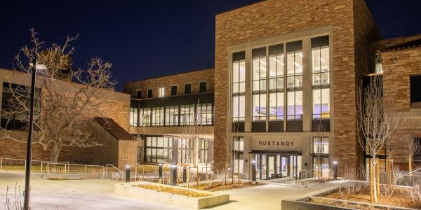 The new Rustandy Building physically connects the Leeds School of Business to the College of Engineering and Applied Science. (Photo via Brad Haynes/CU Boulder)