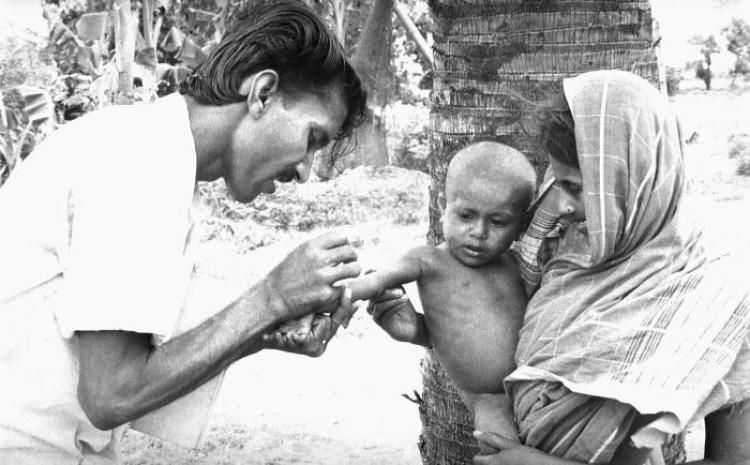 A child getting a smallpox vaccine