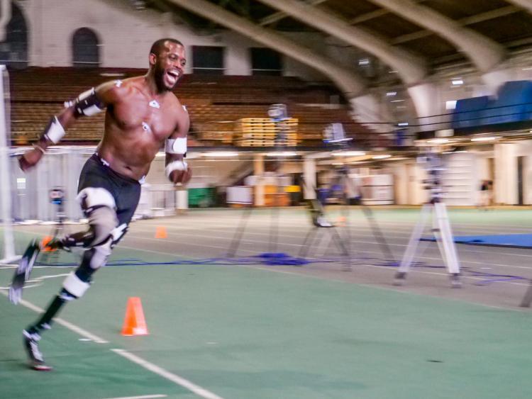 Blake Leeper sprinting around the track at Balch Fieldhouse