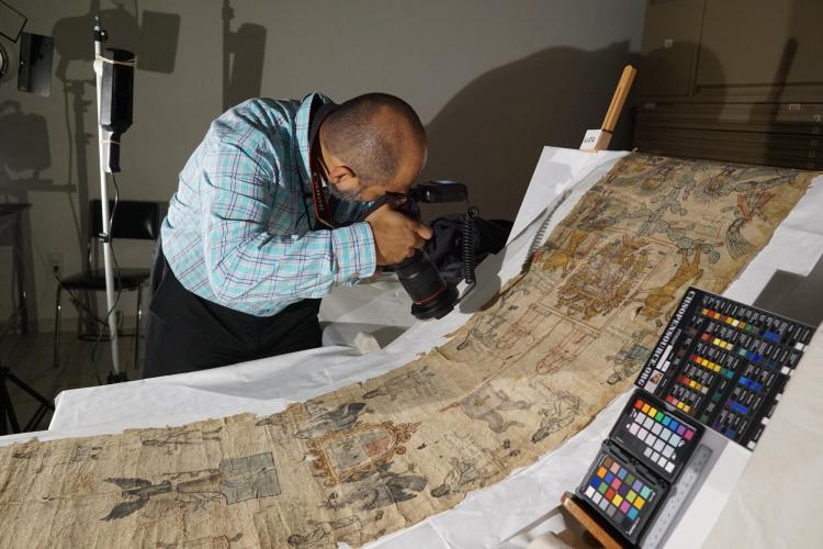 Gerardo Gutiérrez uses an ordinary digital camera to analyze an archaeological document.