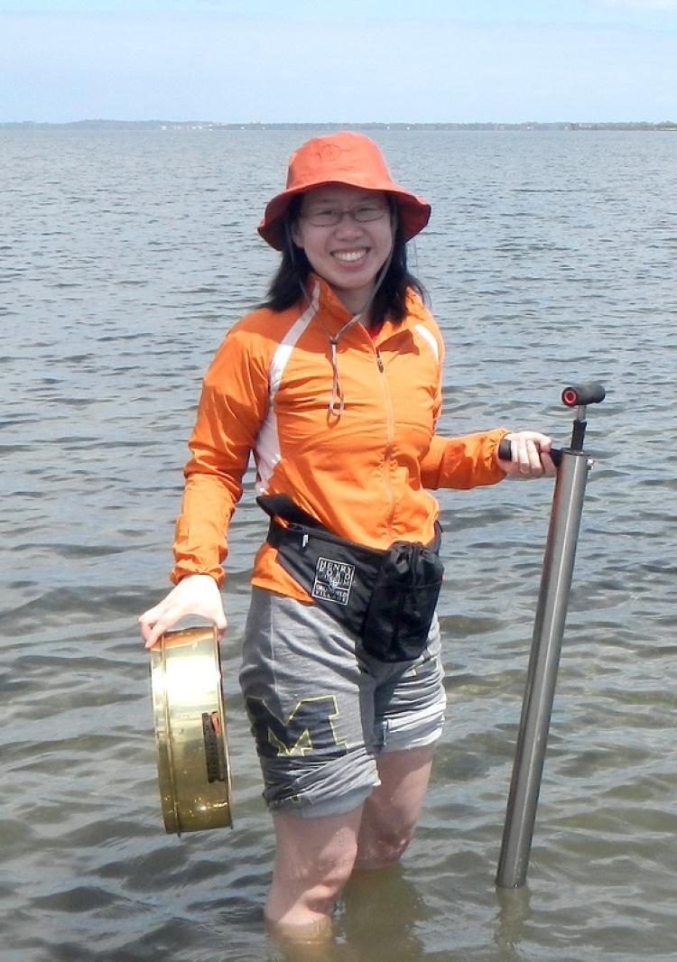 Jingchun Li on a bivalve-collecting trip to Australia