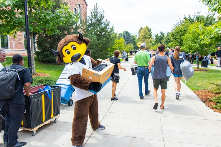 Chip pitches in during move-in 2018