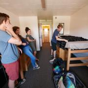 Siblings help CU Boulder student during move-in 2016