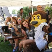 Student volunteers pose for a photo with Chip during move-in 2016