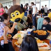 Children and parents eat lunch with Chip