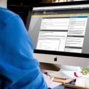 Man using D2L on iMac computer