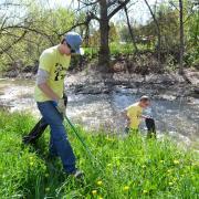 Buffs pick up trash near Boulder Creek