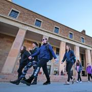 Campus community members walking past Norlin Library