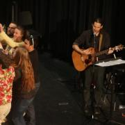 Eyal Rivlin jams with students in second annual Hebrew Shmooze-A-Palooza