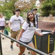 Students helping at move in day
