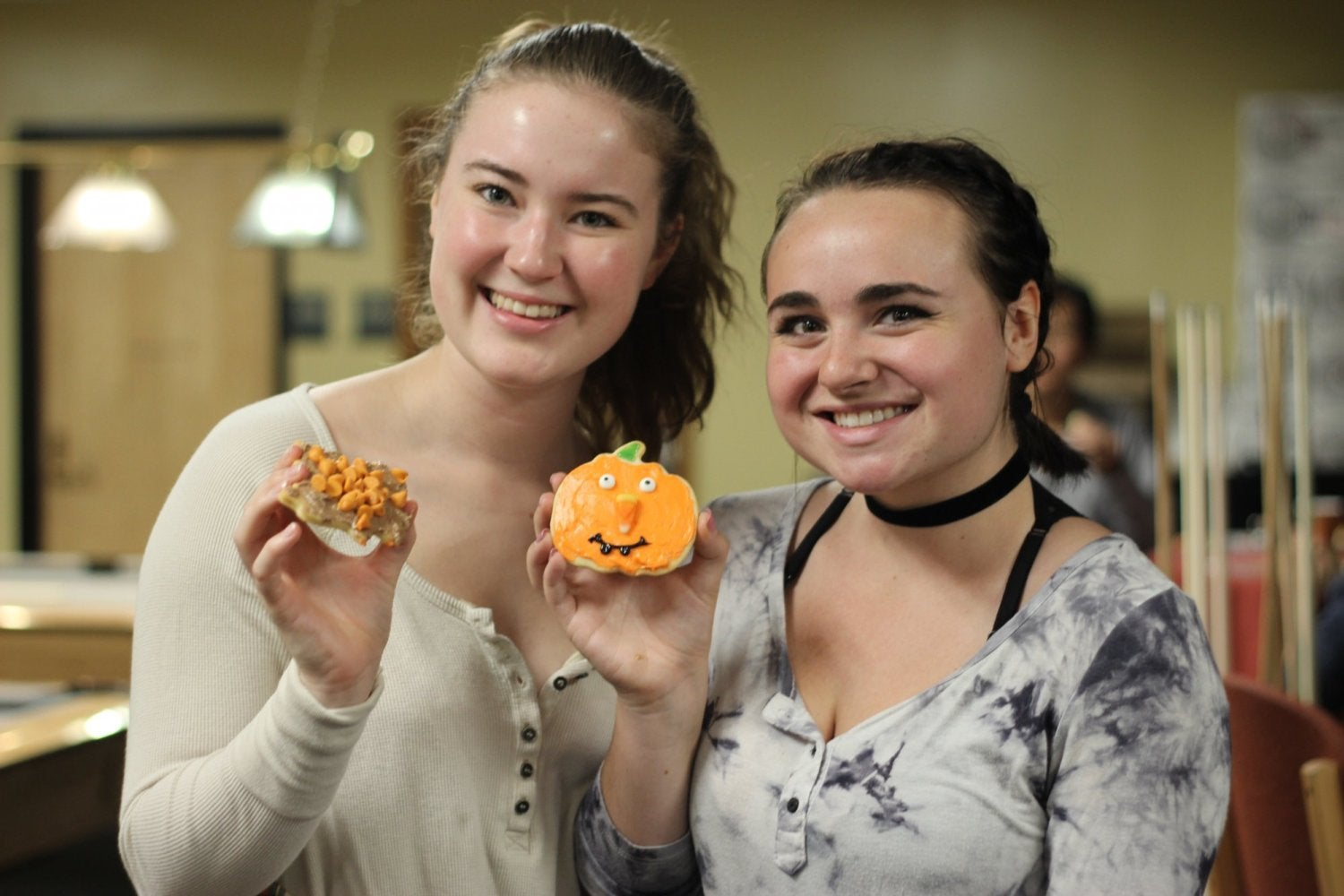 Students decorate cookies at a Halloween-themed CU on Friday event